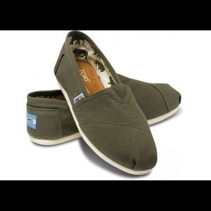 012d6fa242c262 Toms Shoes - Men s olive green classic canvas Toms